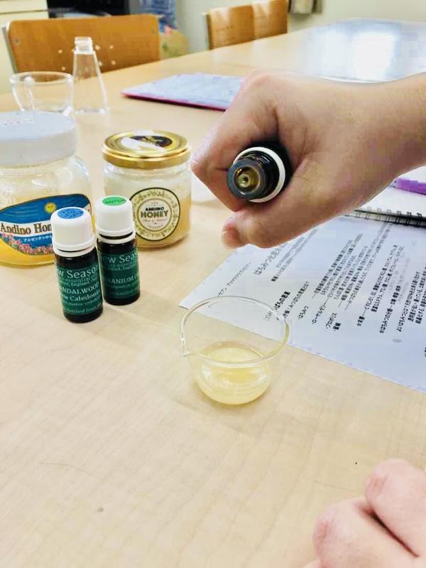 ハチミツとアロマで化粧水を作ってみました