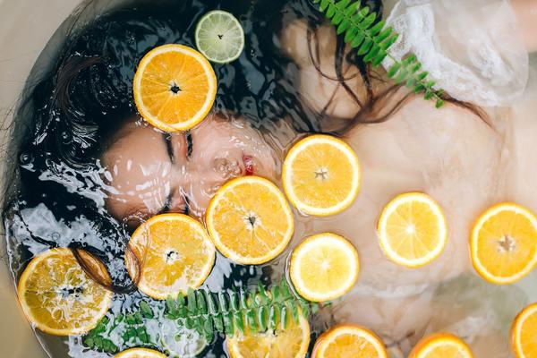 花嫁に献上された【柑橘の女王】と称されるコロン